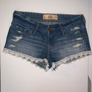 Hollister Low Rise Shorts. Size 1 (W 25)